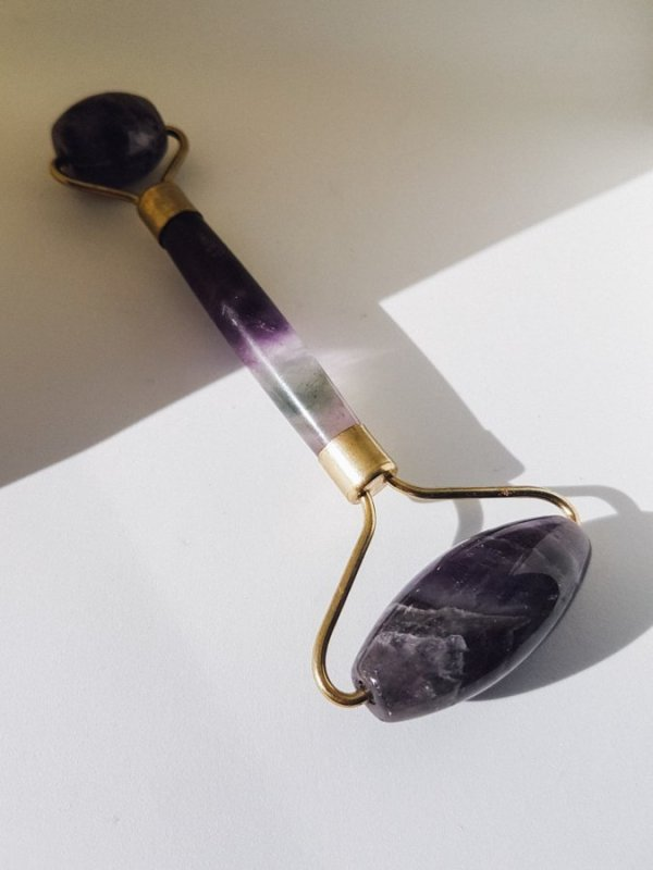 Crystal Gemstone Facial Massage Roller Wand (Amethyst) | Julisa.co