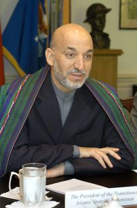 Hamid Karzai 2004 - Bild: Wikipedia