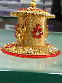 Sindoor box with Red and White diamonds
