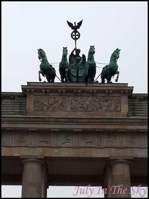 July In The Sky : blog beauté voyage berlin métropole été porte de brandebourg