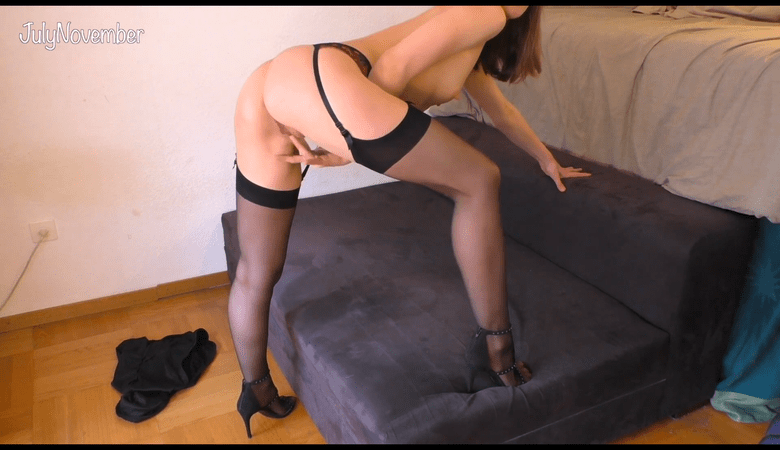 Fuck me Daddy! Strong orgasm in stockings and high heelsBaise moi Daddy! Orgasme puissant en bas et talons