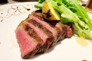 ニシデリアブッファの肉料理2