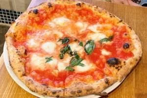 レガーロのピザ