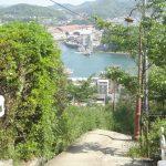風光明媚な景色を目当てに、数多くの観光客が尾道を訪れる。