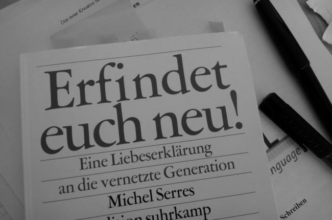 Hier ein Bild des Buchcovers von Michel Serres Erfindet Euch neu