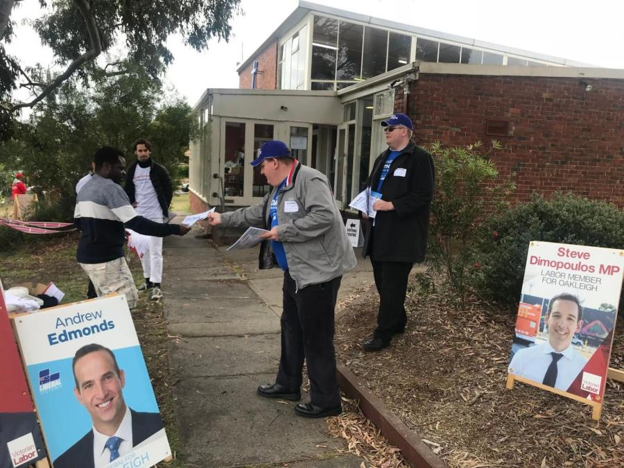 Volunteers+at+work+outside+the+Monash+Uniting+Church+polling+booth+in+Clayton.