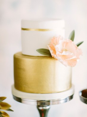 Wedding Cake Inspiration   10 Amazing Wedding Cakes   Junebug Weddings