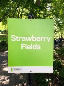 Strawberry Fields - Hinweistafel