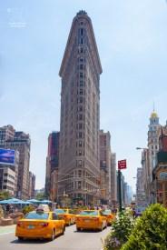 Der erste Wolkenkratzer New Yorks ist heute im Vergleich zu den anderen Wolkenkratzern ein Winzling.