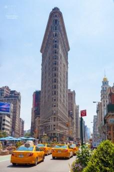 Der erste Wolkenkratzer New Yorks ist heute im Vergleich zu den anderen Wolkenkratzern ein Winzling. http://junghahn24.com/frueh-aufstehen-fuer-eine-alte-dame-freiheitsstatue/ http://junghahn24.com/neue-hoehen-werden-erobert-empire-state-building/