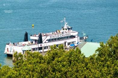 Diese Fähren bringen die Besucher vom Battery Park zur Freiheitsstatue, nach Ellis Island und wieder nach Manhattan zurück.