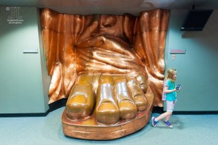 Lady Liberty hat eine beachtliche Schuhgröße. http://junghahn24.com/frueh-aufstehen-fuer-eine-alte-dame-freiheitsstatue/