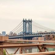 Von der Brooklyn Bridge hat man einen guten Blick auf die Manhattan Bridge und mit ein wenig Bewegung bekommt man auch das Empire State Building in einem schönen Rahmen präsentiert. http://junghahn24.com/mit-der-u-bahn-raus-zu-fuss-wieder-rein-brooklyn-bridge/