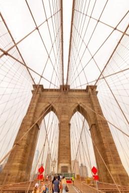 Die Brooklyn Bridge wurde von einem gebürtigen Thüringer errichtet. https://junghahn24.com/mit-der-u-bahn-raus-zu-fuss-wieder-rein-brooklyn-bridge/