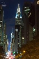 Nachts leuchtet New York City taghell. https://junghahn24.com/mit-der-u-bahn-raus-zu-fuss-wieder-rein-brooklyn-bridge/