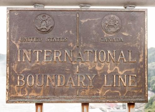 Auf der Rainbowbridge überqueren wir die Grenze zwischen den USA und Canada.