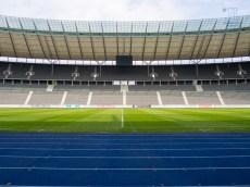 Ein unverwechselbares Markenzeichen des Berliner Olympiastadion ist die Tartanbahn in den Farben von Hertha BSC.