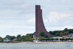 Das Marine-Ehrenmal Laboe steht an der Ostsee und ist den Angehörigen der Marine gewidmet, die auf See geblieben sind.
