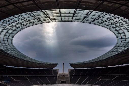 Zum Ende der Tour zeigte sich über dem Dach wieder ein besonderes Lichtspiel.