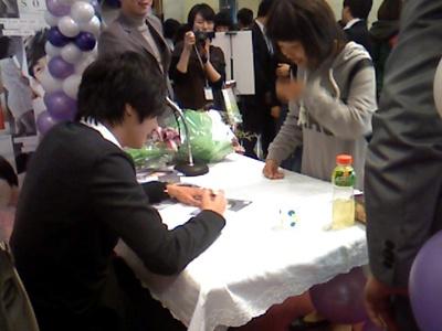 2007 11 15 Somang Signing 6