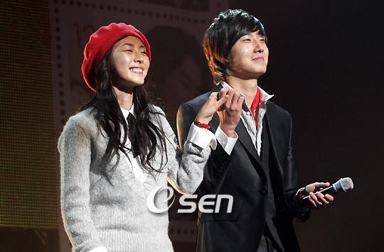 2007 11 16 My Love Showcase singing 6