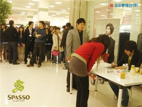 2007 11 17Spasso Signing Daejeon 7