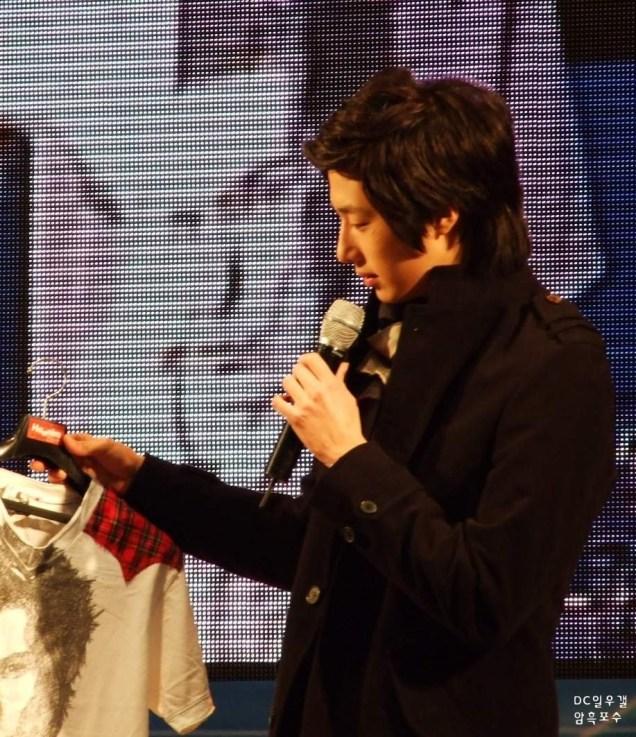 2008 12 8 JIW Charity Bazaar 13