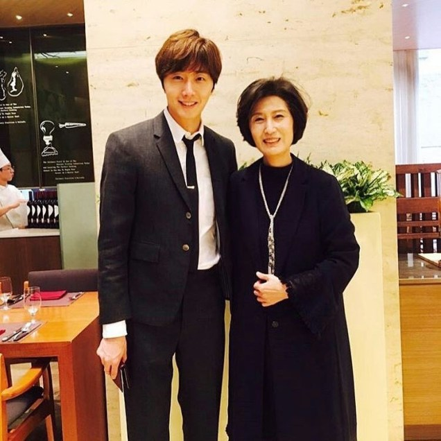 Jung Il-woo and his mom. JIW Instagram post 2017 3 8 .JPG