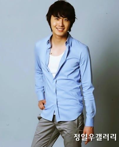 2009 8 11 JIW Another Blue Shirt 16
