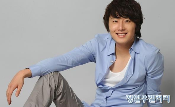 2009 8 11 JIW Another Blue Shirt 2