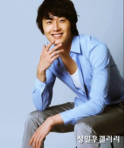 2009 8 11 JIW Another Blue Shirt 23