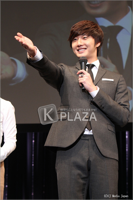 2010 11-7 JIW Japanese Fan Meet 6.jpg