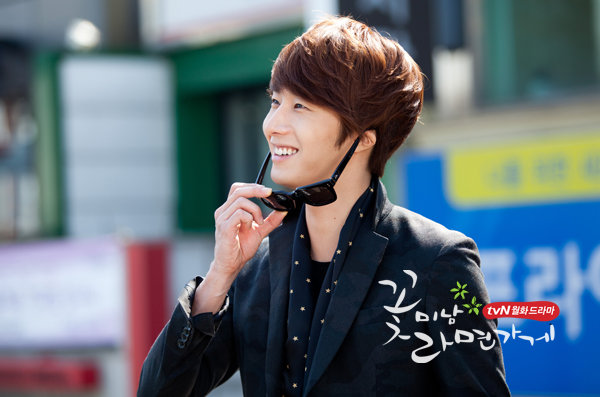2011 Flower Boy Ramyun Shop Jung II-woo 100066.jpg