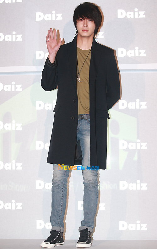 2011-JIW D Daiz Black overcoat 2