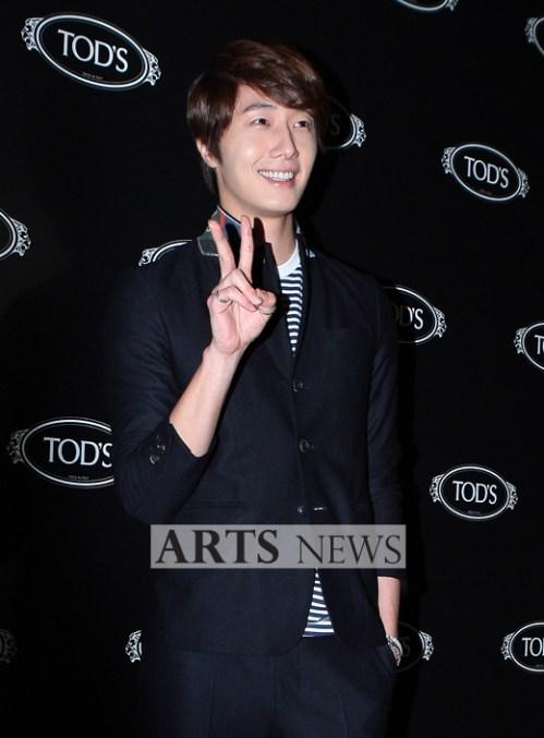 2011 10 25 Jung II-woo at TOD's 4