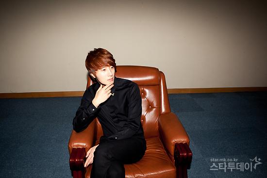2011 11 12 Jung II-woo for Star News 00010