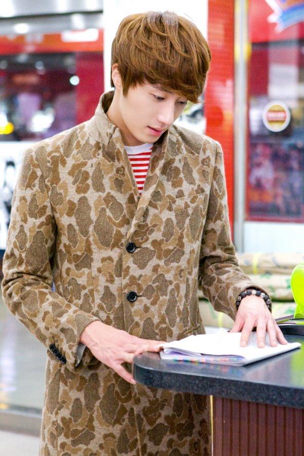 2011 11 Jung II-woo in FBRS BTS Episode 9  00004.jpg