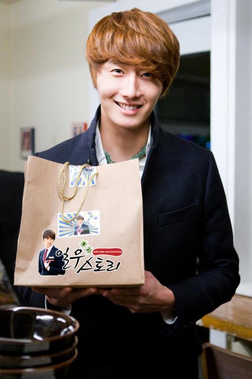 2011 12 11 Ilwoostory Fan Club treat Cast of FBRS. 00003