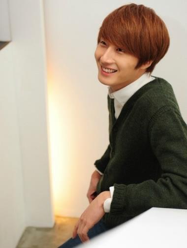 2011 12 17 Jung II-woo in Osen Green Sweater Interview 00004
