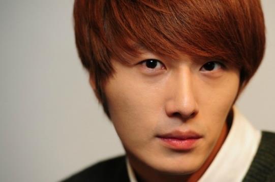 2011 12 17 Jung II-woo in Osen Green Sweater Interview 00006