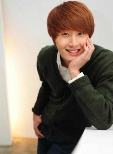 2011-12-17-jung-ii-woo-in-osen-green-sweater-interview-00008-e1515721708287.jpg
