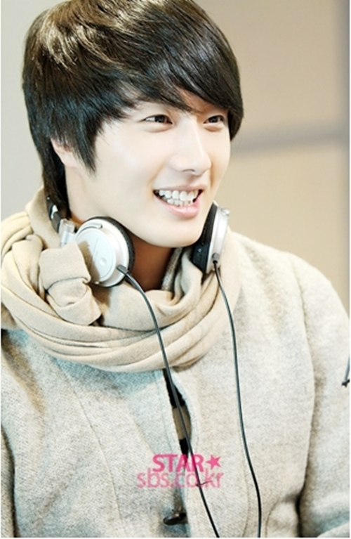 2011 12 22 Jung II-woo visits SBS POWER FM 00014