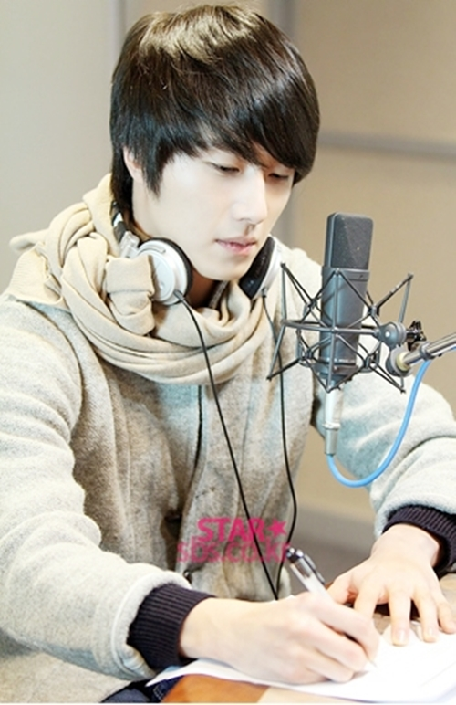 2011 12 22 Jung II-woo visits SBS POWER FM 00020