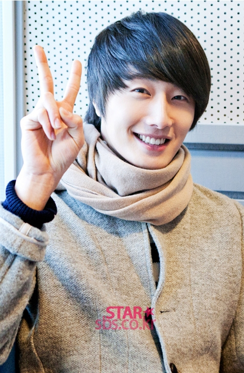 2011 12 22 Jung II-woo visits SBS POWER FM 12