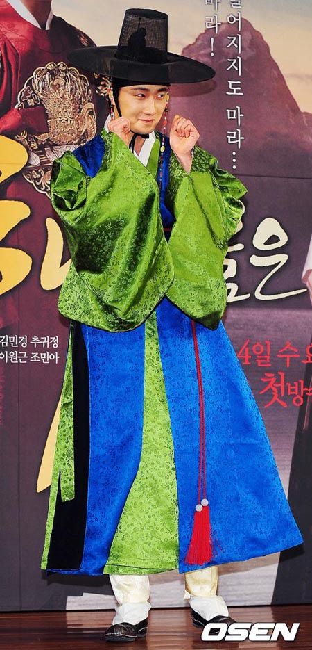 2012 1 2 Jung II-woo in The Moon that Embraces the Sun Press Conference 00005