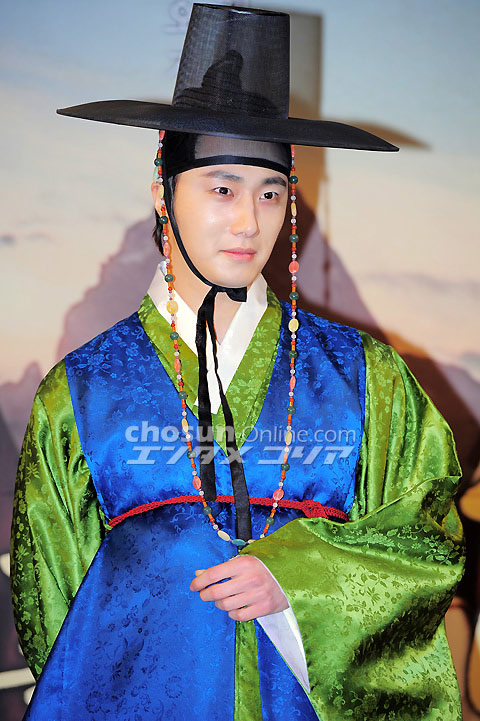 2012 1 2 Jung II-woo in The Moon that Embraces the Sun Press Conference 00017