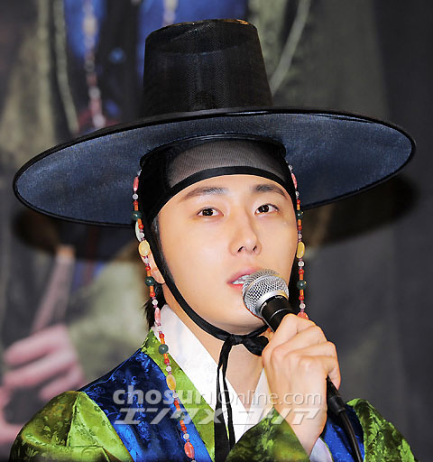 2012 1 2 Jung II-woo in The Moon that Embraces the Sun Press Conference 00022