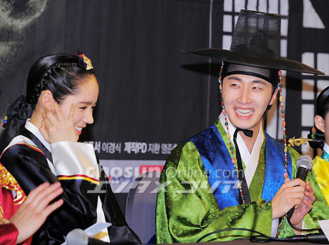 2012 1 2 Jung II-woo in The Moon that Embraces the Sun Press Conference 00028