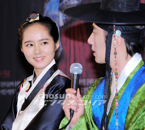 2012 1 2 Jung II-woo in The Moon that Embraces the Sun Press Conference 00029