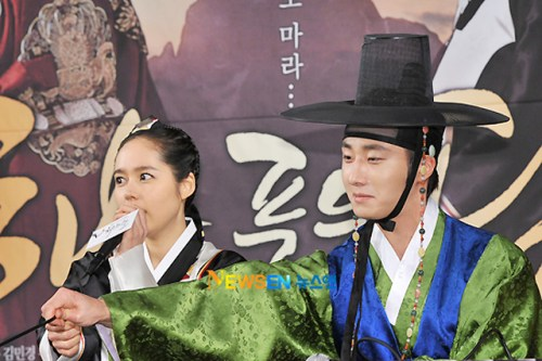 2012 1 2 Jung II-woo in The Moon that Embraces the Sun Press Conference 00032